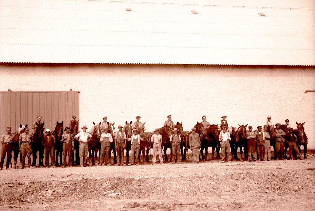 10.4  Ukendt landbrug.  Der står 1934 på æsken.