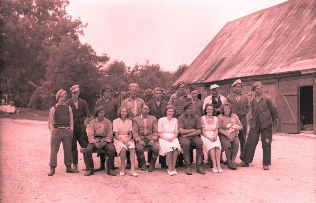 12.12  Ukendt landbrug.  Der står 1948 på æsken.