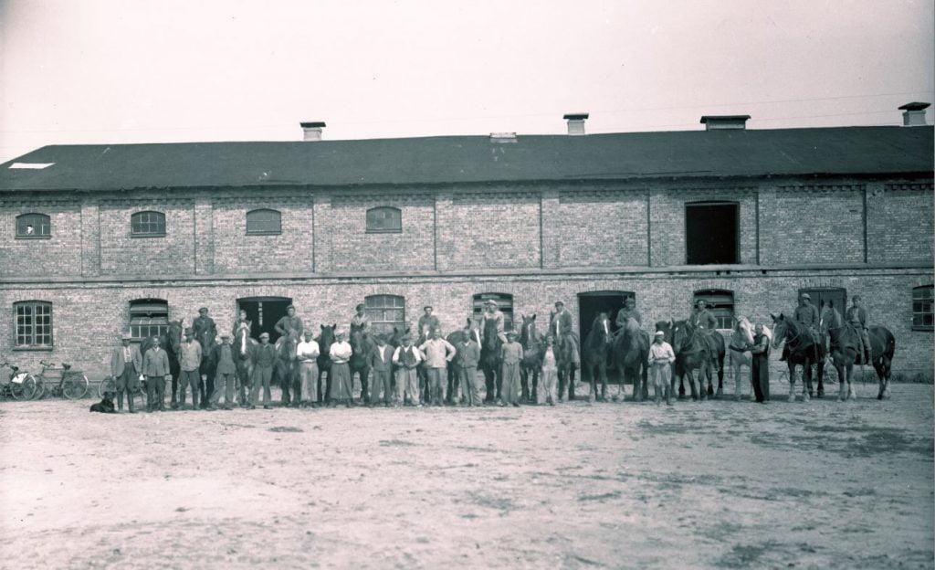 12.13   Tårnborg gods.Der står 1934 på æsken.