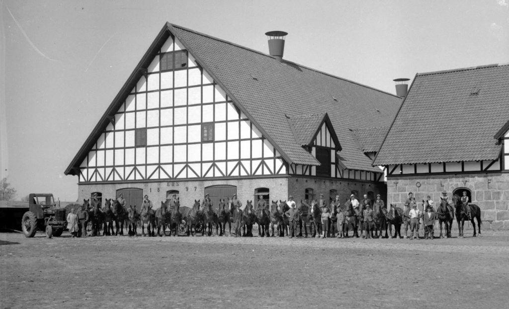 12.2  Holmegård Gods 4684 Holmegård  Der står 1948 på æsken.
