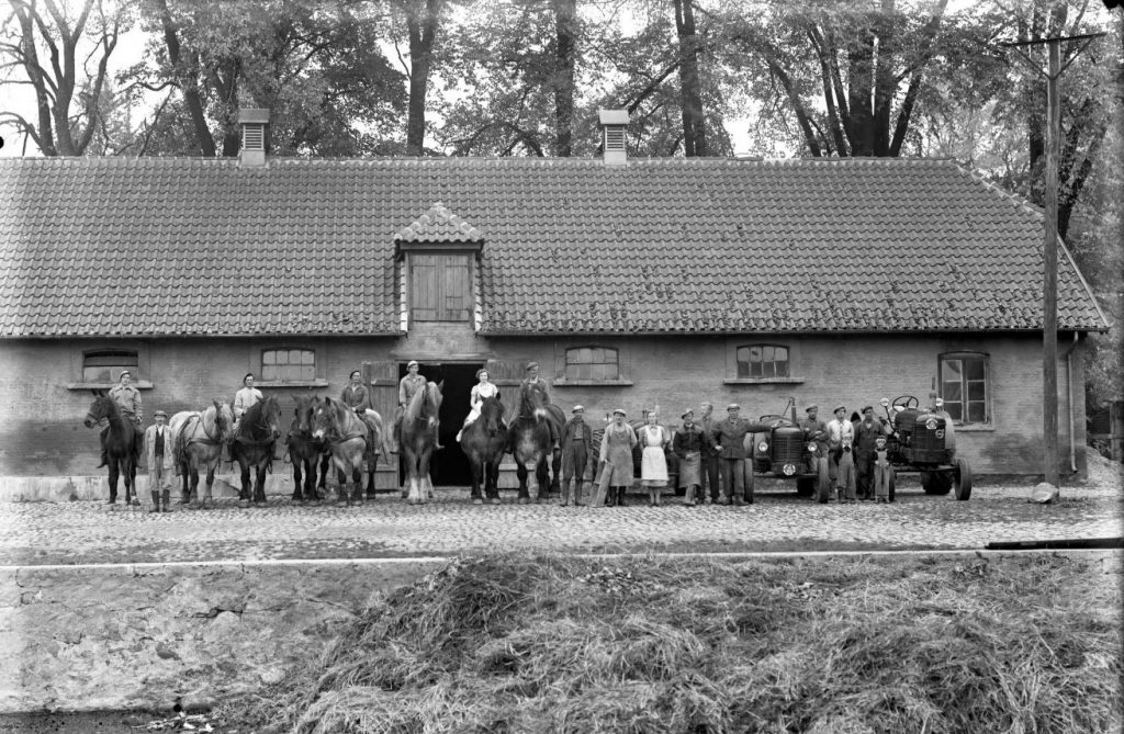 13.11  Ukendt landbrug.  Der står 1953 på æsken.