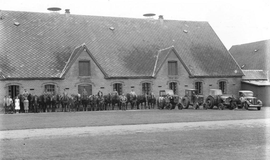 13.12 Ukendt landbrug.  Der står 1953 på æsken.