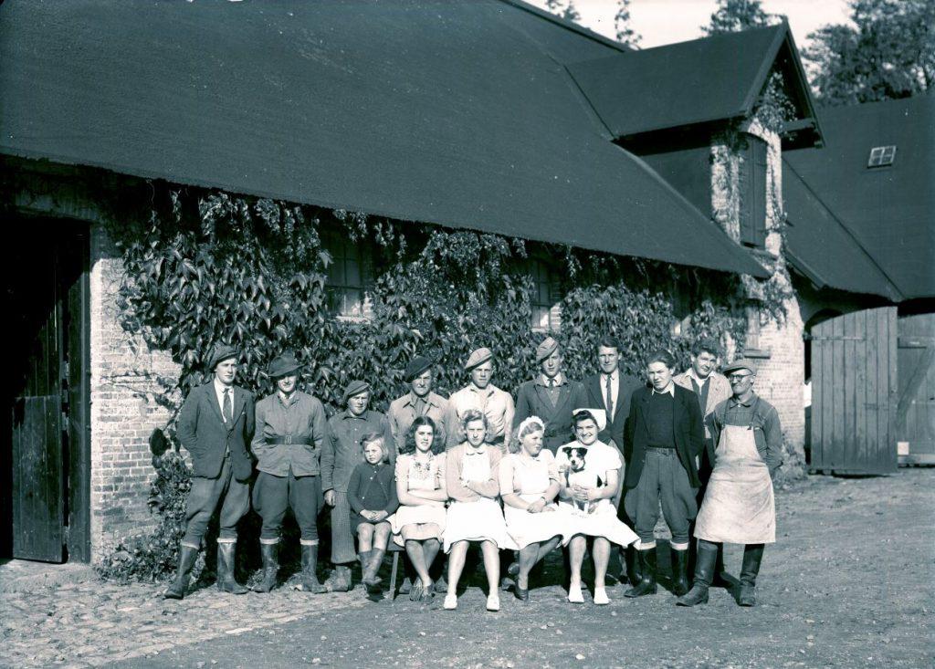 14.4  Gisselfeld kloster,4690 Haslev  Der står 1948 på æsken.