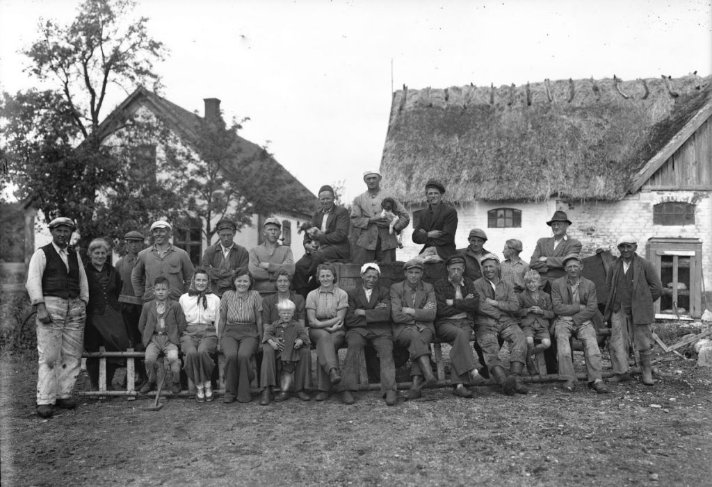 15.1  Ukendt landbrug ?  Der står 1942-43 på æsken.