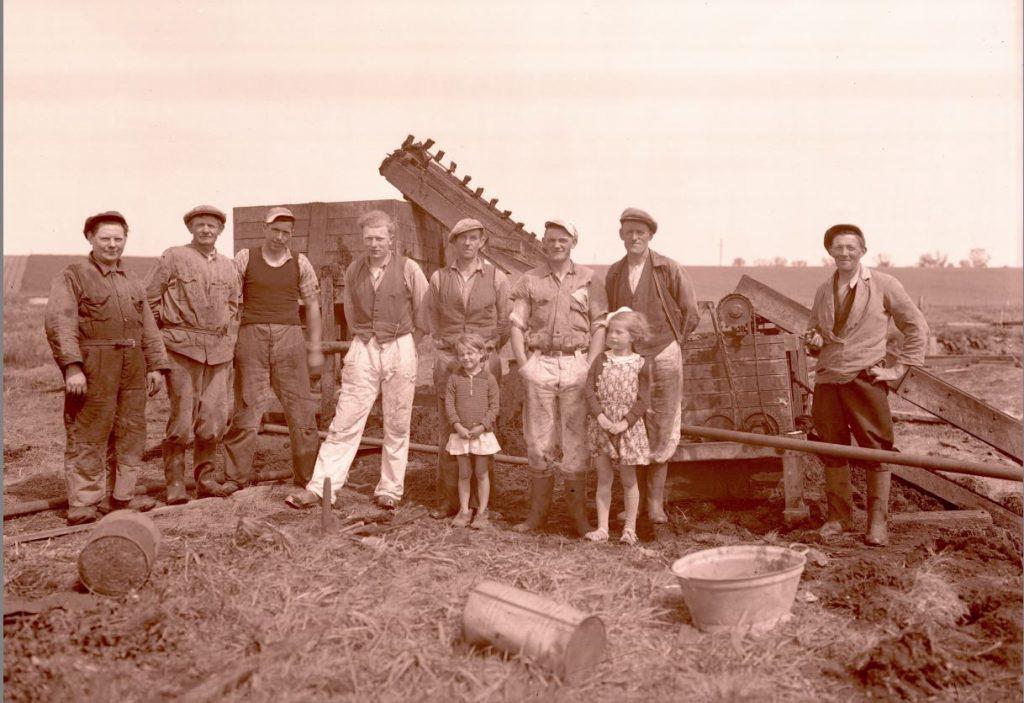 15.13  Tørvegravning, men hvor ?  Der står 1942-43 på æsken