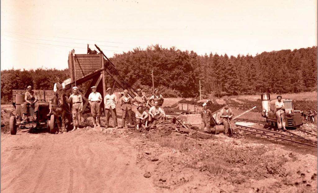 15.16  Tørvegravning, men hvor ?  Der står 1942-43 på æsken