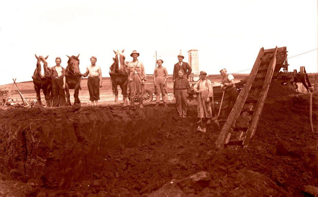 15.7  Tørvegravning, men hvor ?  Der står 1942-43 på æsken