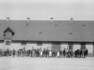 17.10  Harrestedgård,Næstved. Æsken mærket 1942