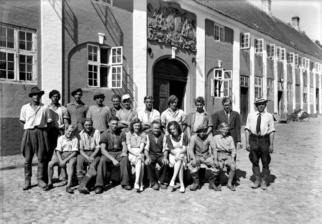 34.2  Kaalund Kloster 4400 Kalundborg  Der står 1948 på æsken.