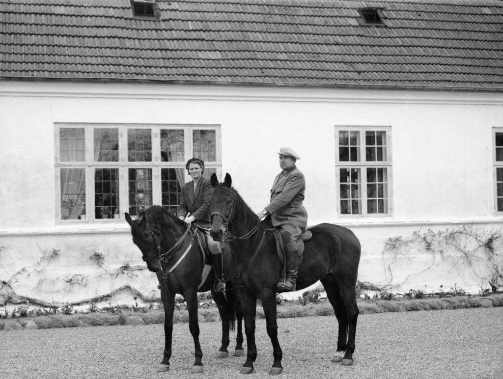 39.14  Sorø St. ladegård, 4180 Sorø  Hr. og Fru Steenberg til hest.