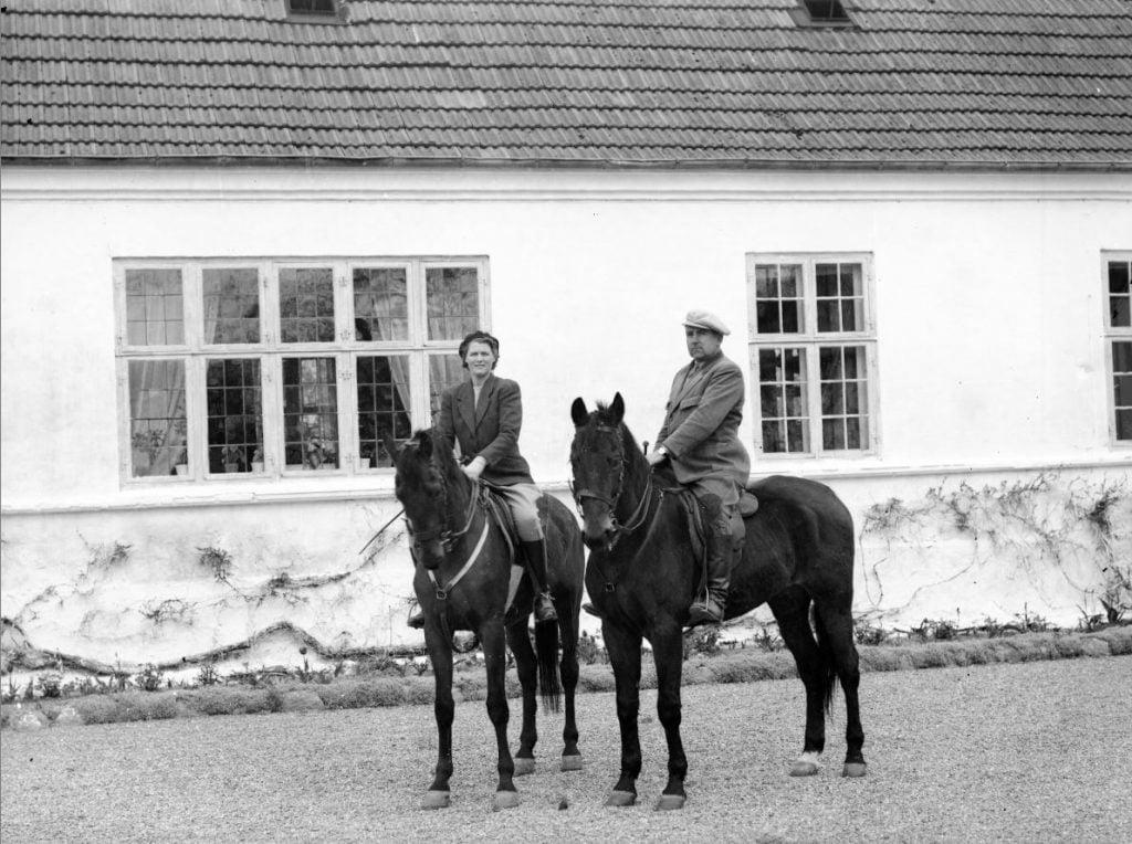 39.15  Sorø St. ladegård, 4180 Sorø  Hr. og Fru Steenberg til hest.