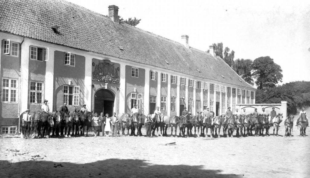 42.1   Kaalund Kloster 4400 Kalundborg  Der står 1948 på æsken.