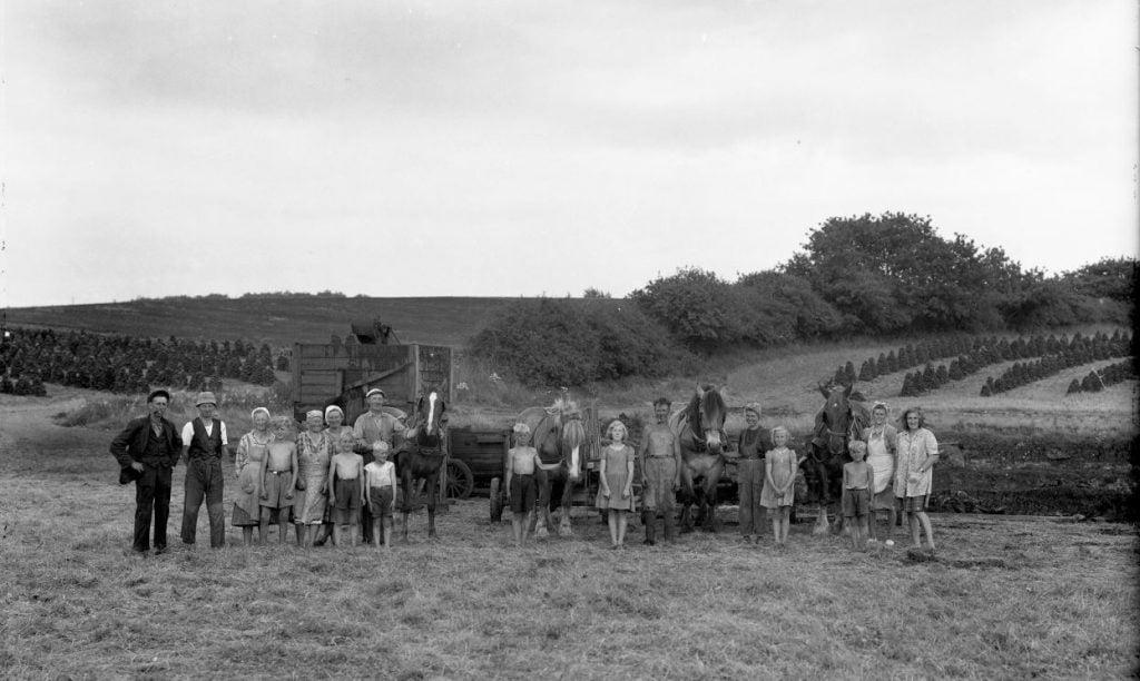5.5  Må være : Pælegården, Munke Bjergbyvej 47, 4190 Munke Bjergby. Der var fabrikation af tørvebriketter fra 1940-45. Ledet af Johs. Zinkernagel.