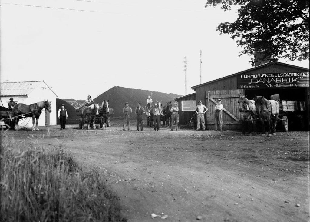 7.7  Formbrændselsfabrikken Danabrik, Verup. Producerede tørv fra 1943-50. Kilde arkiv.dk / Arkivet i Dianalund.