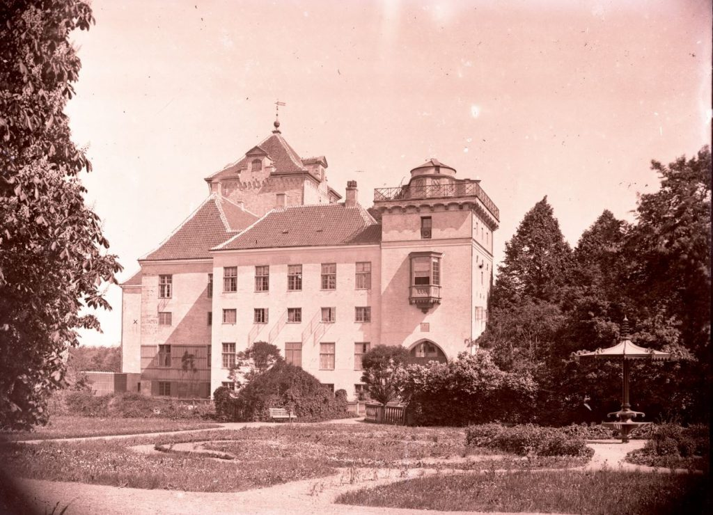 11.14  Gjorslev Gods på Stevns. Der findes også et papirbillede af dette foto.