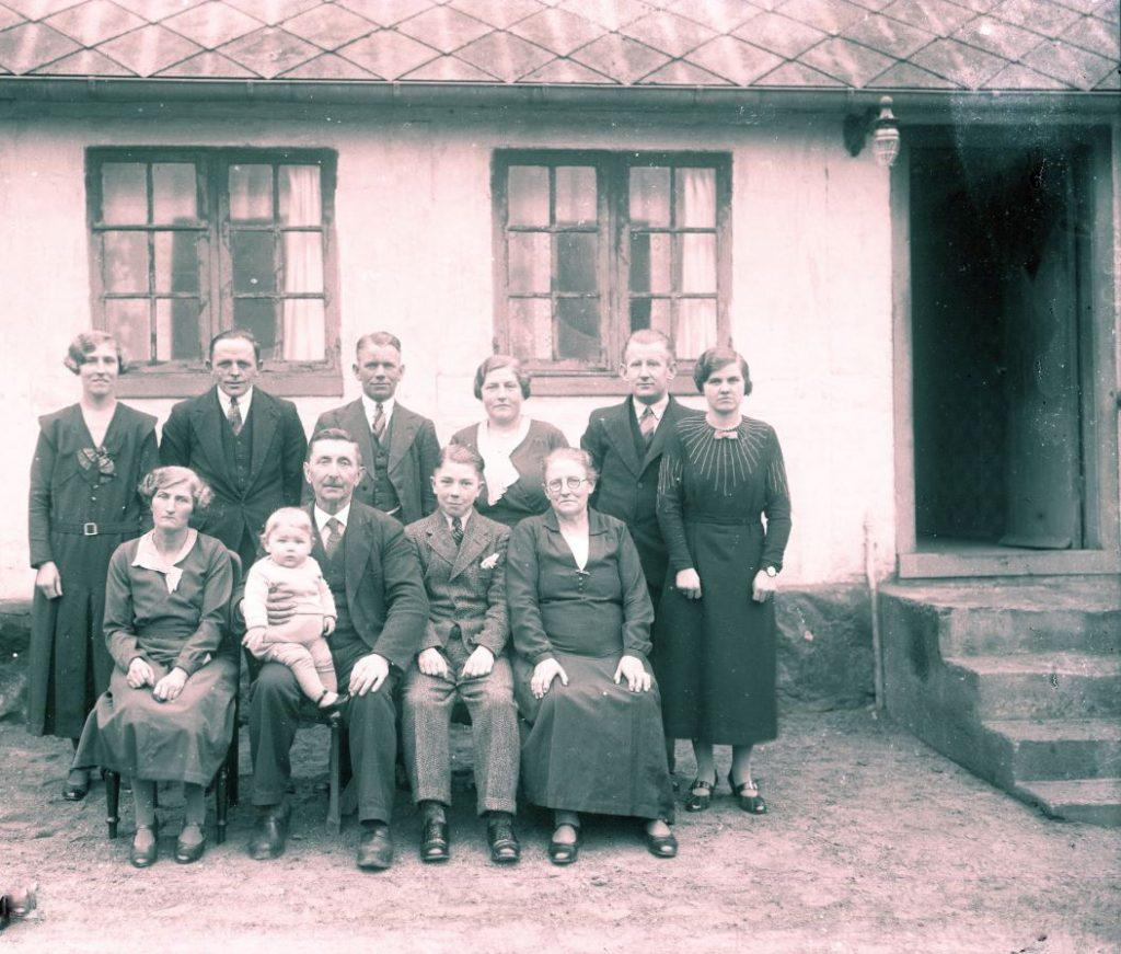 15.19  Ukendt familie.  Der står 1942-43 på æsken