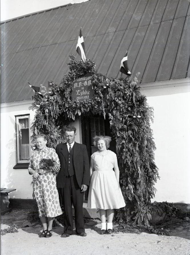 18.11  Sølvbryllup 8. juni.  År 1953