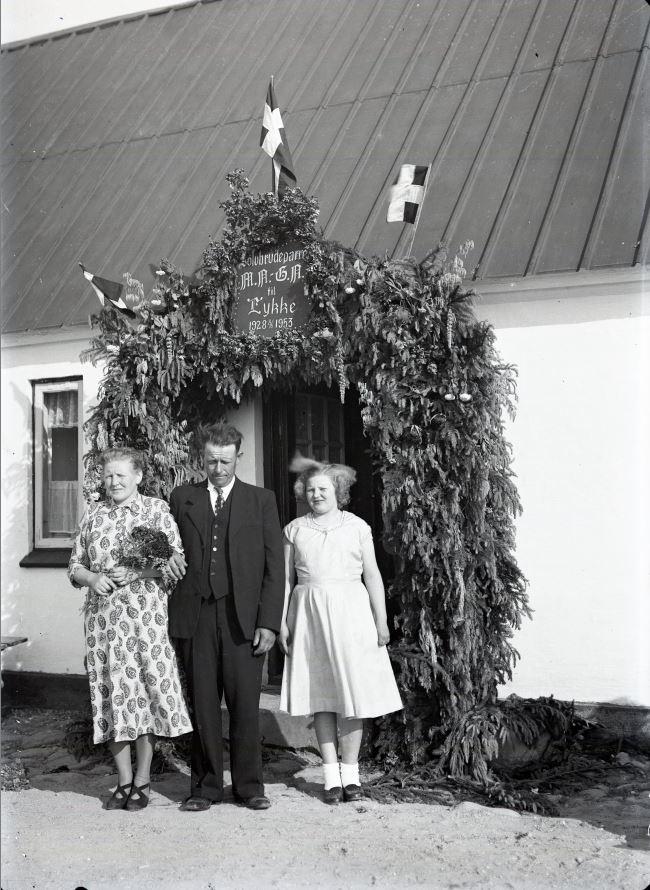 18.12  Sølvbryllup 8. juni.  År 1953