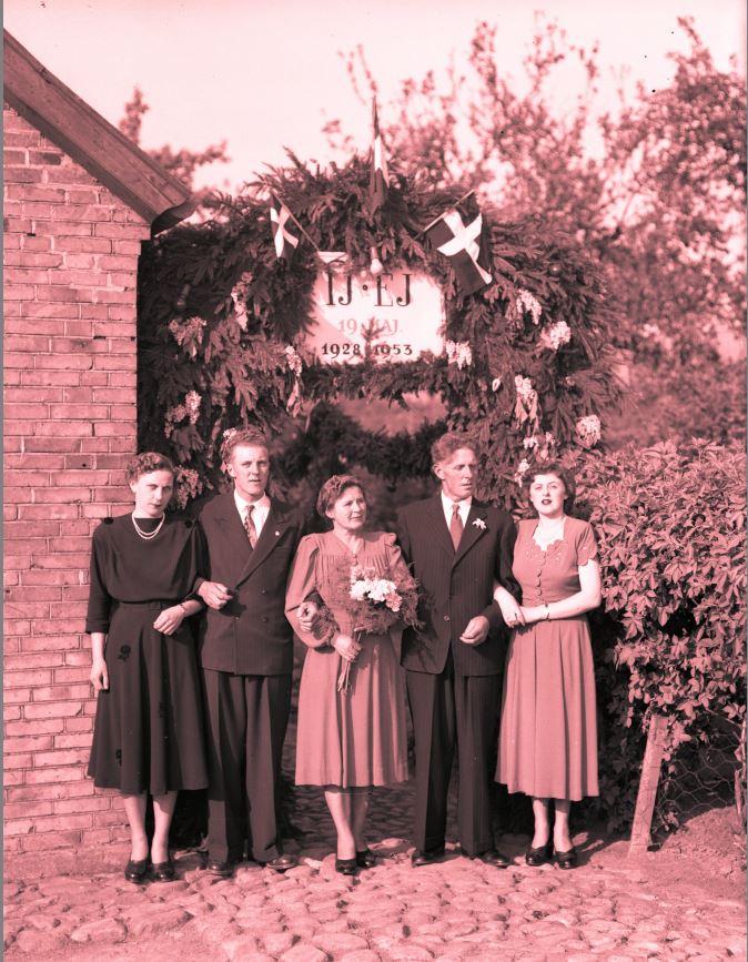 18.8  Sølvbryllup  År 1953