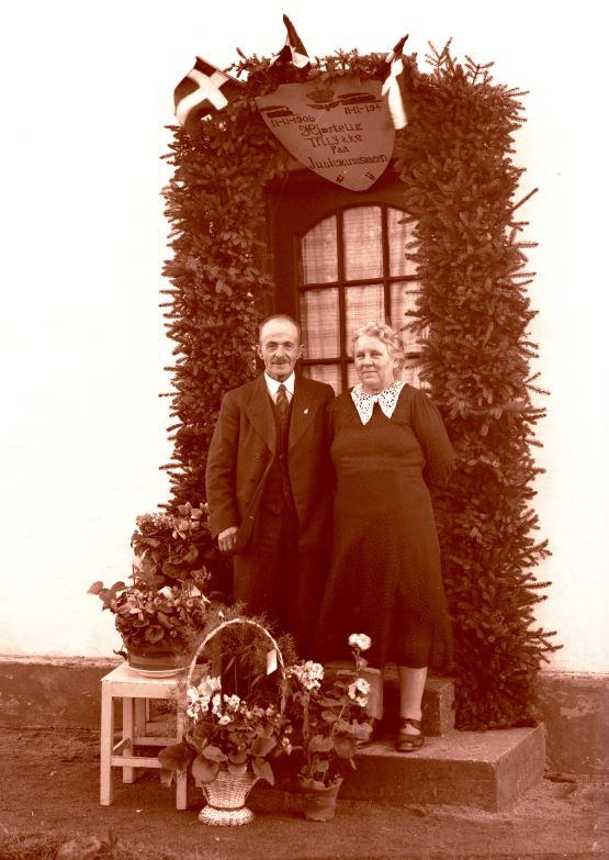 3.15  40 års bryllupsdag 11.nov. 1946  Han var ansat ved DSB ?  Se også 3.14