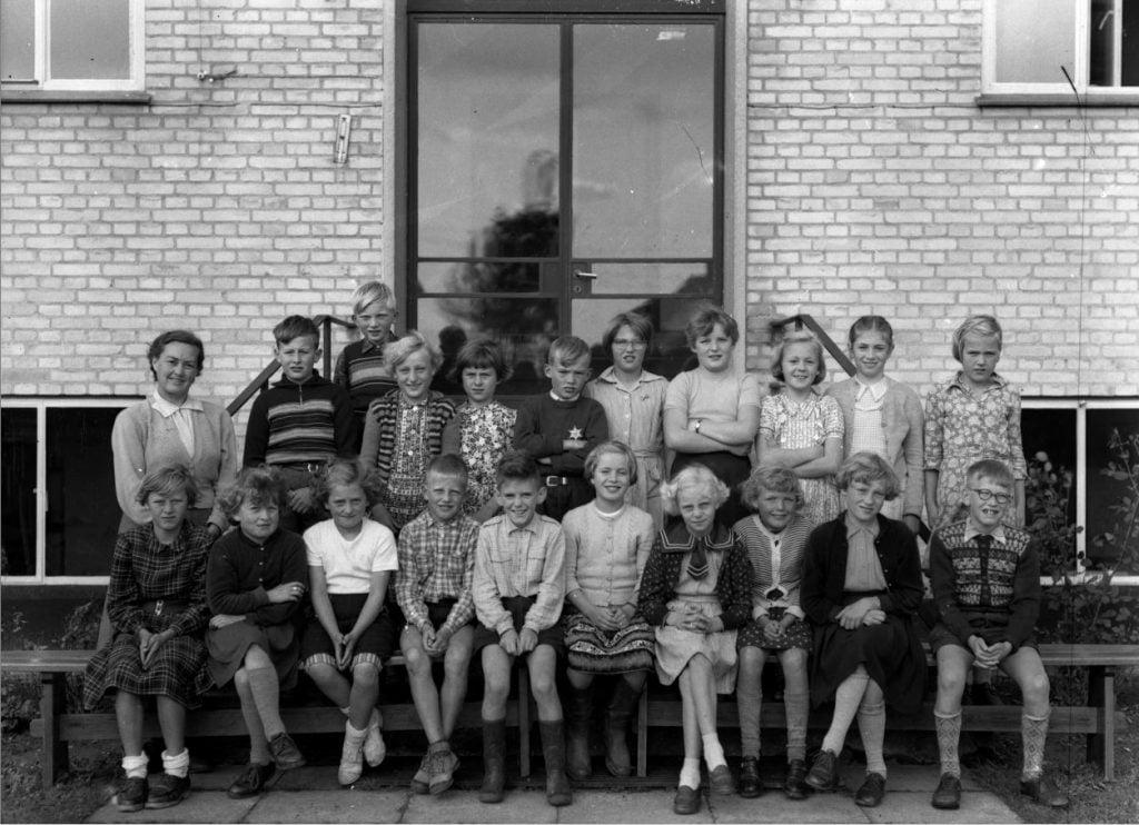 56.5 Borup skole, år 1954 Lærer Fru Christensen