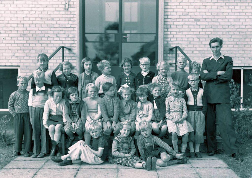 56.8  Borup skole 1954,lærer Lau Jensen,