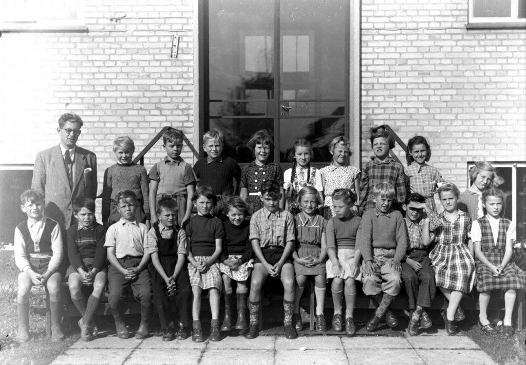 56.9  Borup skole, 1954. Lærer Holger Moos.