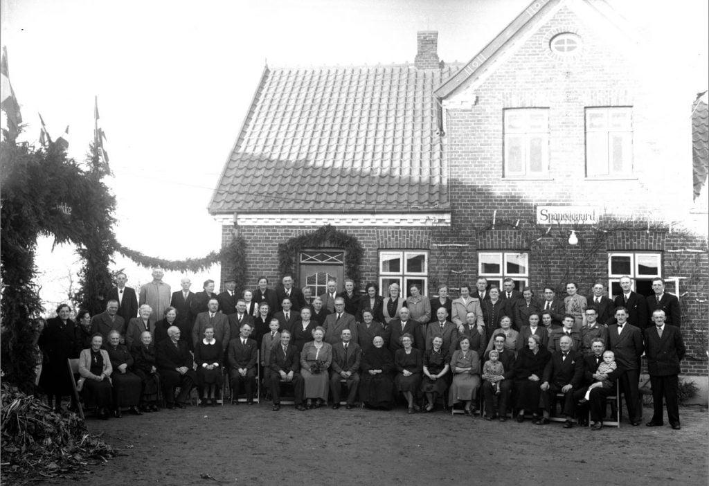 58.10  Sølvbryllup, Spangegaard, Kirkevej 7, 4690 Haslev