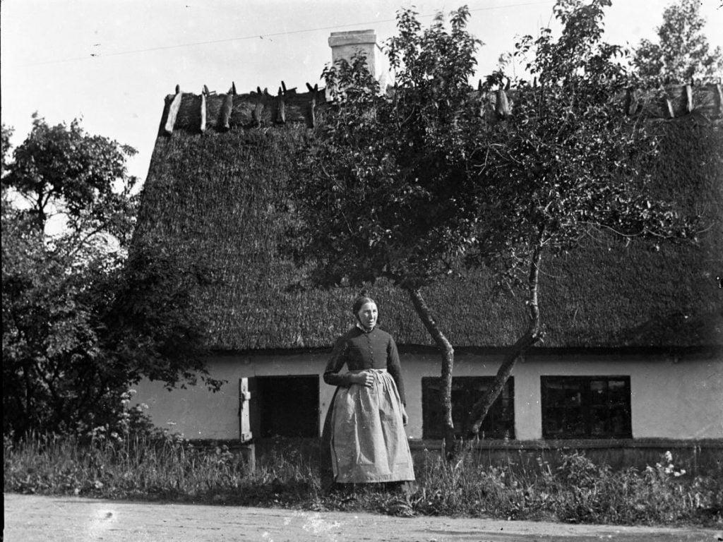 6.13  Motivet er nok fra ca. 1910. Billederne er vist tilfældigt blandede plader og der findes papirbilleder af de fleste i gammel stil med passepartout.