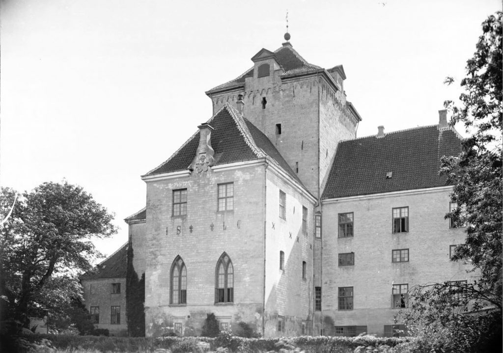 6.4  Gjorslev ved St. Heddinge.  Motivet er nok fra ca. 1910. Billederne er vist tilfældigt blandede plader og der findes papirbilleder af de fleste i gammel stil med passepartout.