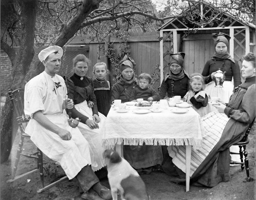 6.7 Motivet er givetvis fra Fanø. Ukendt familie, ukendt anledning.