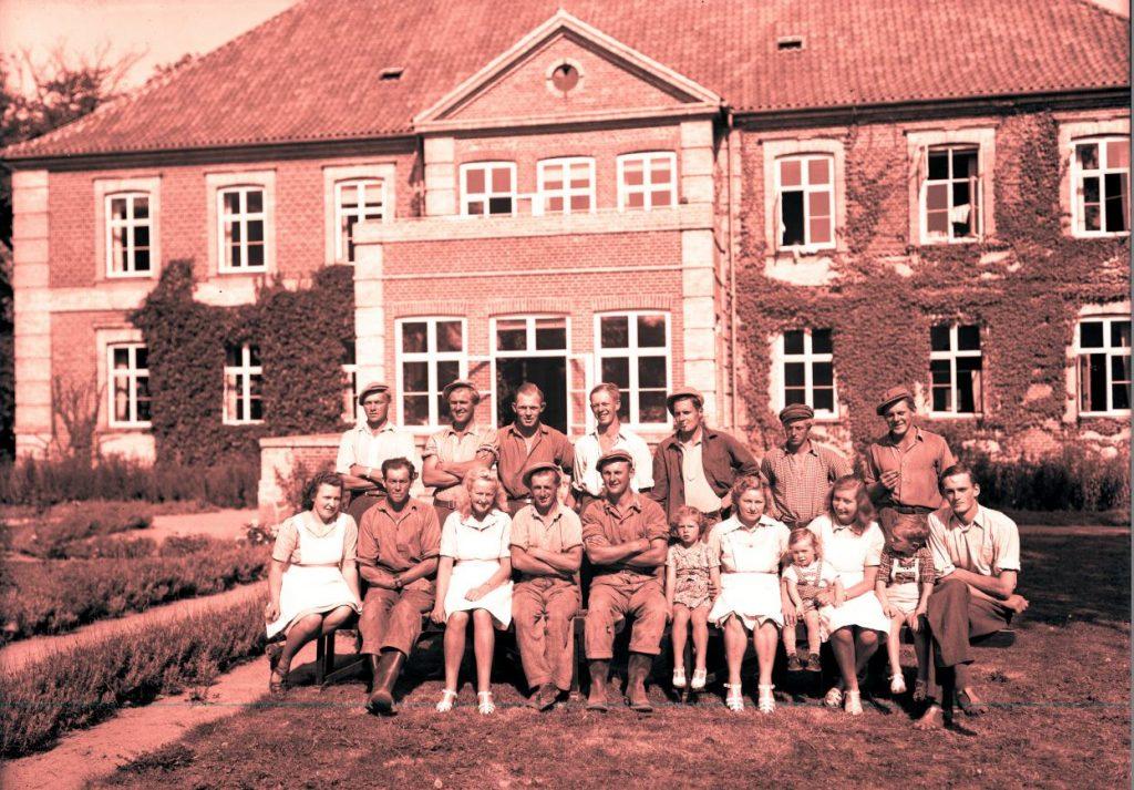 63.11  Grønnesøgård-Grønessegård, 3390 Hundested.  År 1947